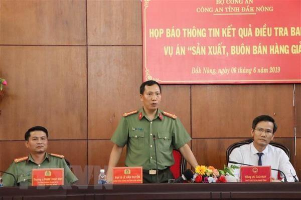 Lãnh đạo Công an tỉnh Đắk Nông trả lời câu hỏi của phóng viên báo chí. (Ảnh: Ngọc Minh/TTXVN).