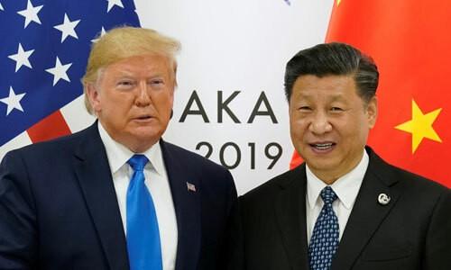 Tổng thống Mỹ Donald Trump (trái) và Chủ tịch Trung Quốc Tập Cận Bình tại cuộc gặp bên lề hội nghị G20 ở Osaka ngày 29/6. Ảnh: Reuters.