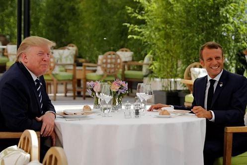 Tổng thống Mỹ Donald Trump và Tổng thống Pháp Emmanuel Macron hôm qua. Ảnh: Reuters.