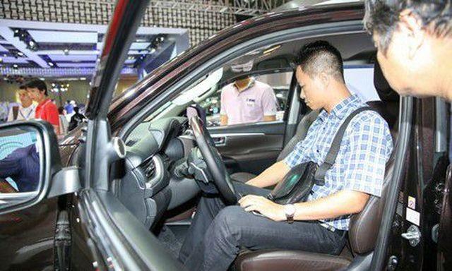 Người Việt đang phải mua xe giá đắt đỏ dù Việt Nam đã mở cửa thị trường xe hơi đối với ASEAN.