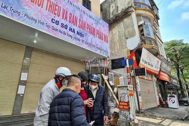 Người Hà Nội đổ xô mua pháo hoa, cửa hàng tạm đóng cửa sau vài giờ mở bán ảnh 6