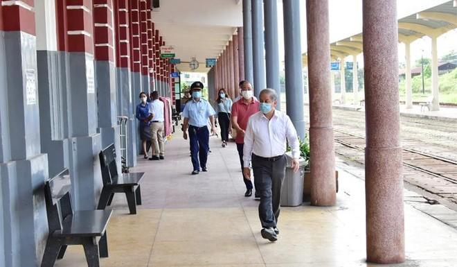 Chủ tịch UBND tỉnh Thừa Thiên Huế Phan Ngọc Thọ kiểm tra công tác phòng chống dịch COVID-19 tại Ga Huế.