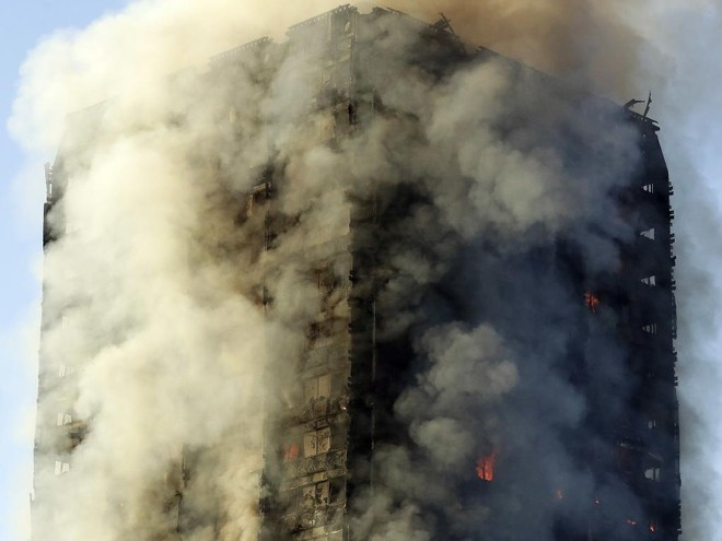 Cháy tại London, người dân được bảo ở yên trong phòng ảnh 1
