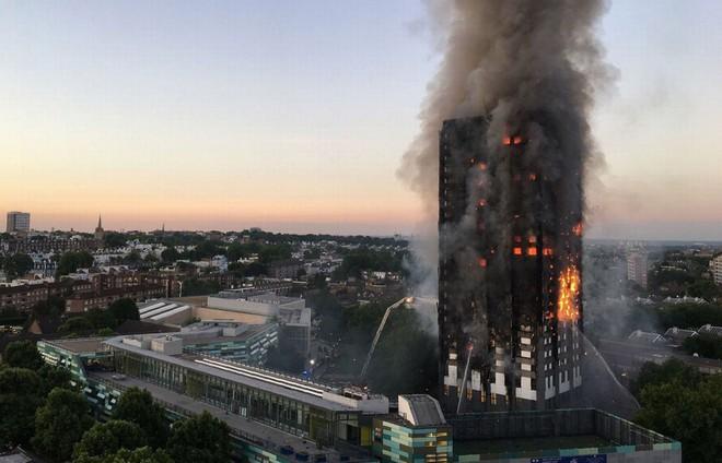Cháy tại London, người dân được bảo ở yên trong phòng