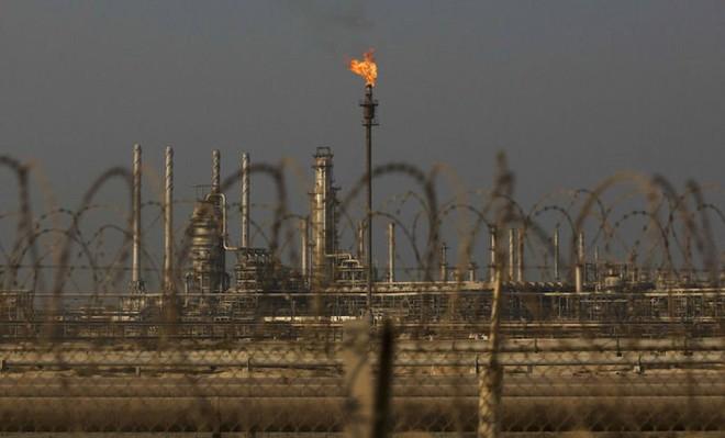 """Ả Rập Xê út """"bắn đại bác"""" khai chiến trên thị trường dầu mỏ"""
