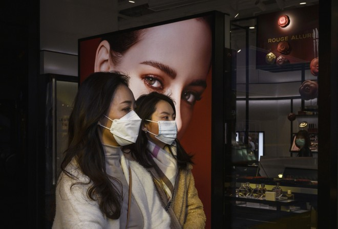 """Khách hàng Trung Quốc bắt đầu mua sắm hàng xa xỉ cho """"bõ hờn"""""""