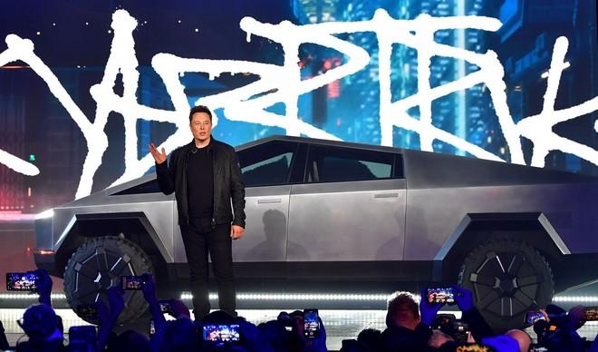 Đà tăng khủng của cổ phiếu Tesla bị chặn lại và thế giới không chỉ Elon Musk biết làm xe điện