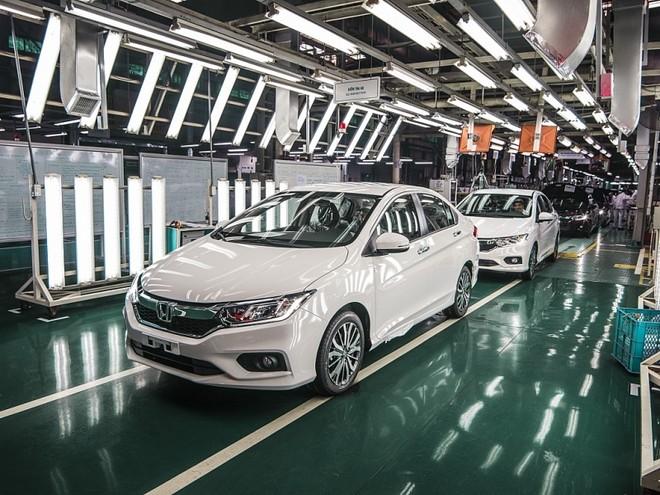 Doanh số bán ô tô toàn thị trường sụt giảm mạnh trong tháng 8