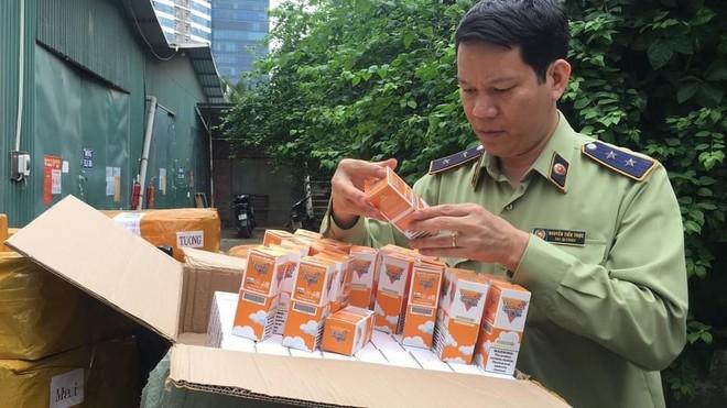 Thu giữ lô hàng 14.000 lọ tinh dầu thuốc lá điện tử