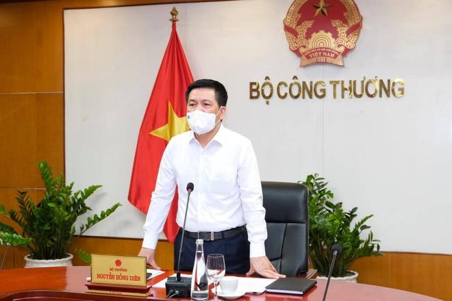 """""""Bộ Công Thương cam kết sẽ làm hết sức trong chức năng nhiệm vụ của mình để giúp kết nối cung ứng hàng hóa thiết yếu cho Bắc Giang trong mọi hoàn cảnh"""", Bộ trưởng Nguyễn Hồng Diên khẳng định."""