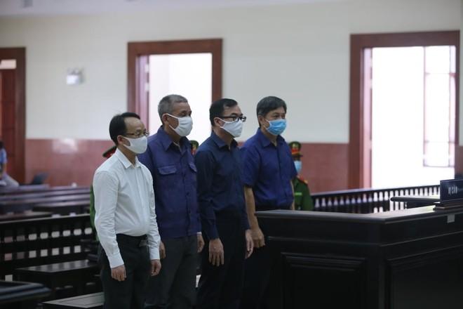 Các bị cáo trong phiên xét xử ngày 22/5