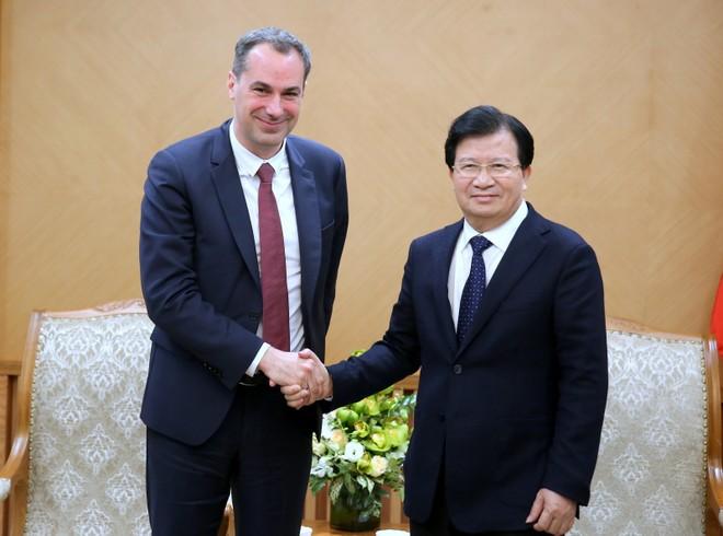 Phó Thủ tướng Trịnh Đình Dũng và ông Cedrik Neike – Thành viên Ban điều hành Tập đoàn Siemens.
