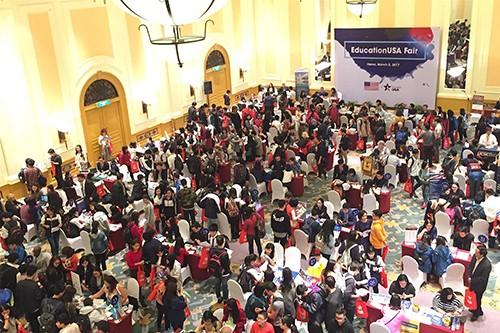 Triển lãm du học Mỹ 2017 do Đại sứ quán Mỹ tại Hà Nội tổ chức.