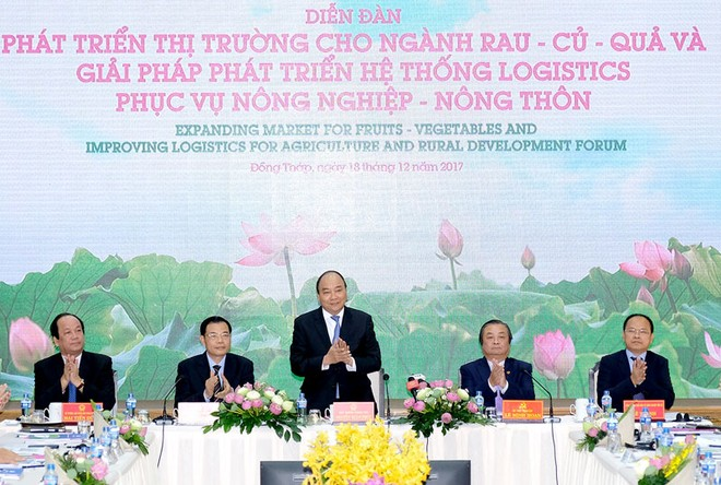 Thủ tướng Nguyễn Xuân Phúc dự Diễn đàn Phát triển thị trường cho ngành rau, củ, quả và giải pháp phát triển hệ thống logistics phục vụ nông nghiệp, nông thôn
