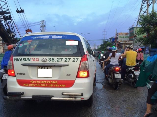"""Taxi truyền thống kiến nghị dừng thí điểm """"taxi công nghệ"""" ảnh 1"""