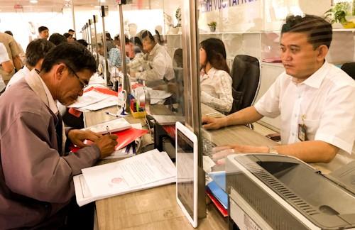 Cán bộ của TP.HCM đồng loạt được tăng thu nhập lên 0,6 lần trong năm nay. Ảnh: Tuyết Nguyễn