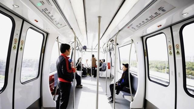 Những hành khách đầu tiên được đi và đánh giá về chiếc tàu không người lái. (Nguồn: Weibo)