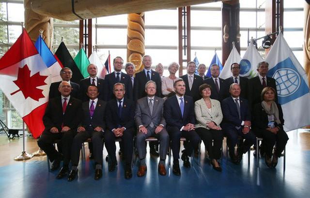 Các lãnh đạo chụp hình tập thể tại cuộc họp G7 ở Whistler, bang British Columbia, Canada. Ảnh: Reuters.