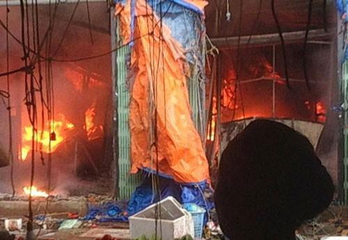 Hà Nội: Cháy lớn ở chợ Sóc Sơn ảnh 1