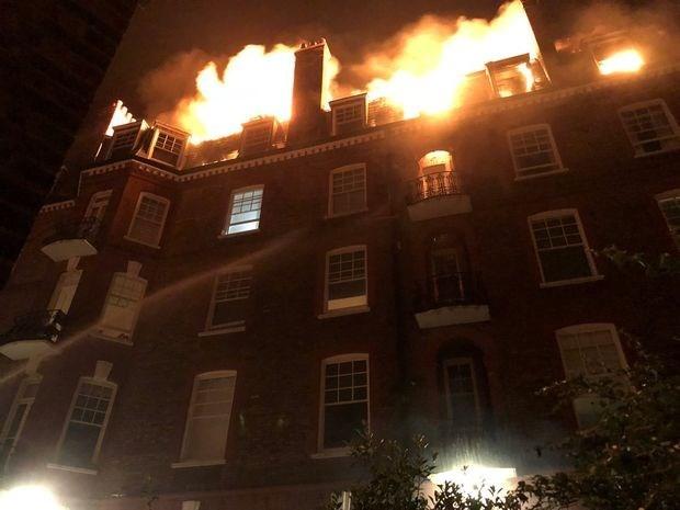 Hỏa hoạn tại khu chung cư ở West Hampstead, London ngày 26/7. (Nguồn: Reuters).
