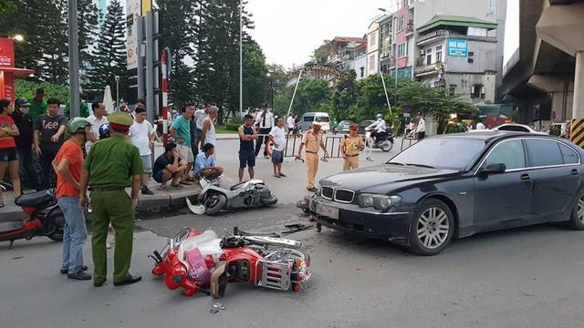 Hà Nội: Xe BMW gây tai nạn liên hoàn trên đường Nguyễn Trãi ảnh 1
