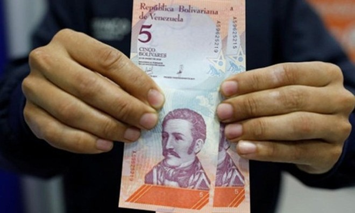 Đồng 5 Bolivar mới của Venezuela. Ảnh: Reuters.