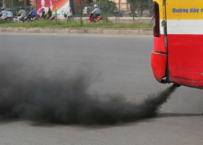 Trong quá trình hoạt động, các phương tiện giao thông thải lượng lớn các chất như: NO2, bụi, CO, hơi xăng, dầu... vào môi trường, gây ô nhiễm, ảnh hưởng đến sức khỏe của con người.