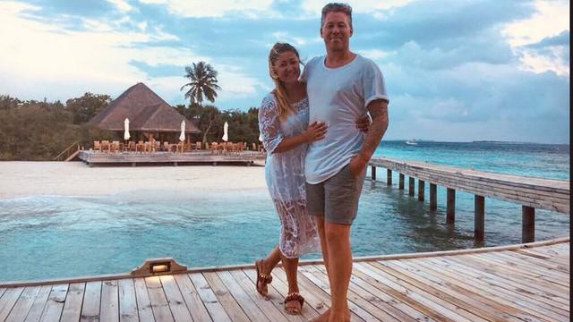 Cặp đôi đến từ London đã quyết định mua một khách sạn họ ở trong kỳ trăng mật vào lúc say rượu. (Nguồn: FN).