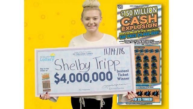 Shelby Tripp đã trúng 4 triệu USD của loại xổ số cào Cash Explosion sau khi mẹ cô khuyên cô nên mua vé số. (Nguồn: The Charlott Observer).