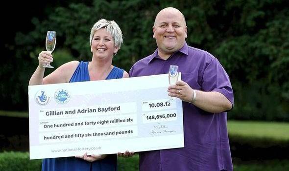 Vợ chồng Gillian và Adrian Bayford khi đi nhận giải độc đắc và chưa ly dị. (Nguồn: Daily Express).