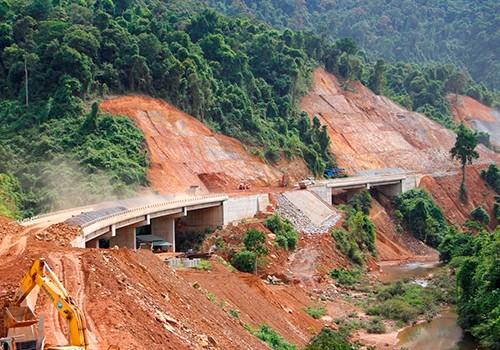 Cao tốc Cam Lộ - La Sơn sẽ kết nối cao tốc La Sơn - Túy Loan đang xây dựng. Ảnh:Võ Thạnh.