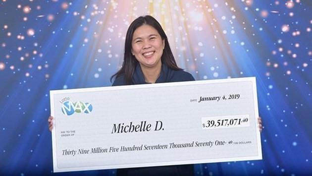 Bà mẹ 3 con Michelle De Roma nhận giải độc đắc gần 920 tỷ đồng.