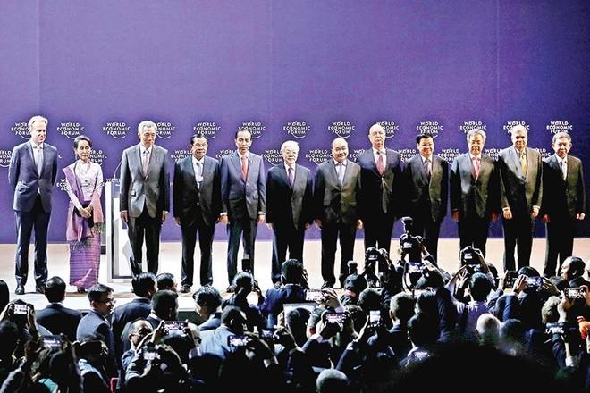 Việt Nam đã tạo được lòng tin trong cộng đồng quốc tế. Trong ảnh: Lãnh đạo cấp cao của Việt Nam chụp ảnh lưu niệm với lãnh đạo các quốc gia ASEAN tham dự Diễn đàn Kinh tế thế giới về ASEAN tổ chức tại Hà Nội, tháng 9/2018.