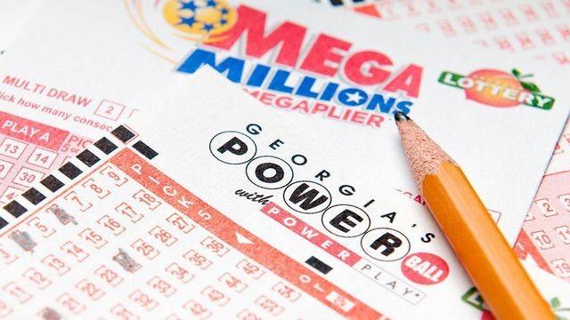 Lần đầu tiên chơi xổ số, người đàn ông trúng ngay 20 triệu USD.