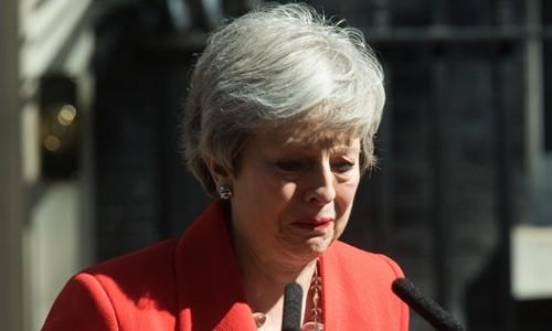 Thủ tướng Anh Theresa May nghẹn ngào khi thông báo kế hoạch từ chức tại London ngày 24/5. Ảnh: Reuters.