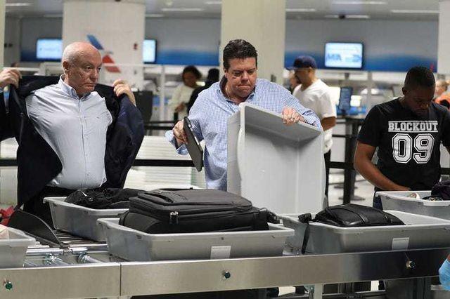 Hành khách bỏ lại 23 tỷ đồng tại các sân bay ảnh 1