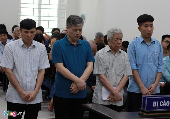 Từ trái qua: Trần Đức Chính, Nguyễn Ngọc Sự, Trương Văn Tuyến và Phạm Thanh Sơn nghe tòa tuyên án. Ảnh: Zing.