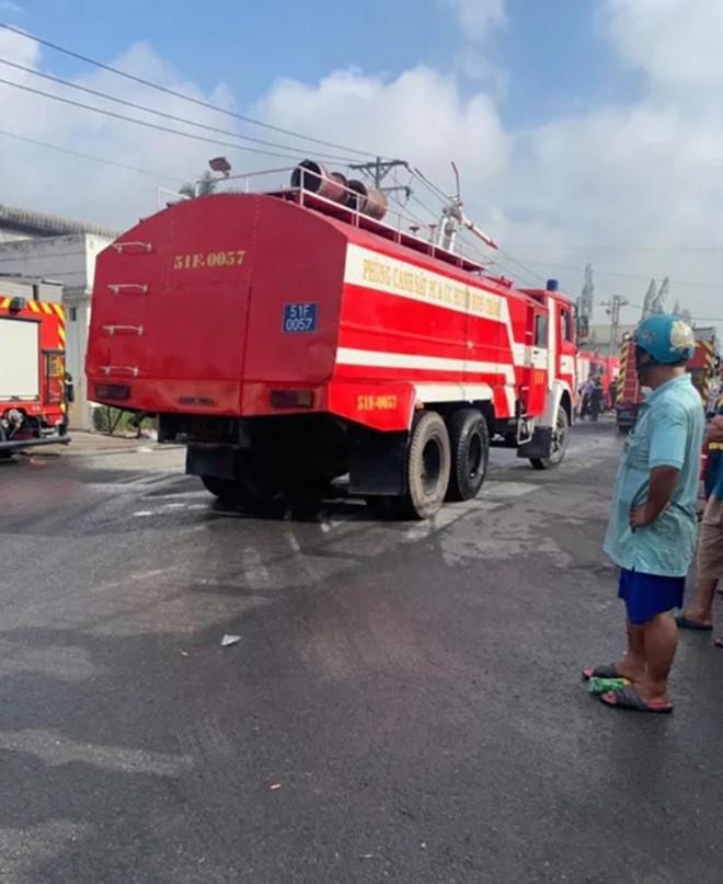 Cháy xưởng sản xuất vỏ cơm hộp, thiệt hại gần 30 tỷ ảnh 1