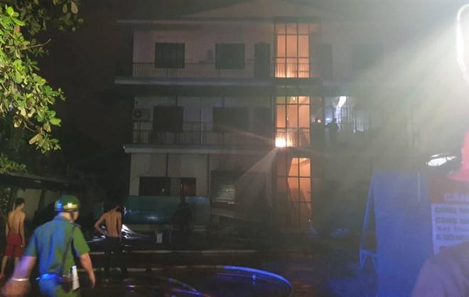 Cháy công ty may mặc ở Sài Gòn ảnh 1
