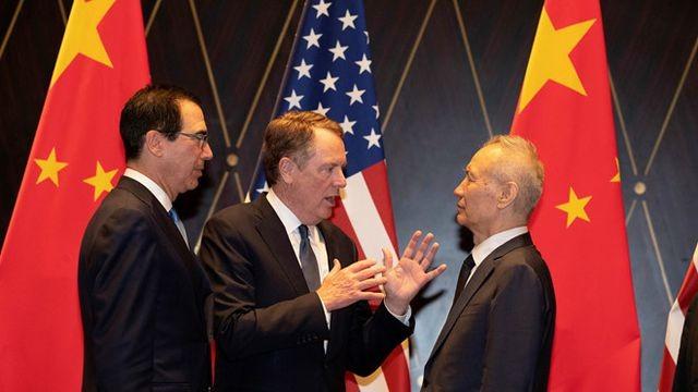 Từ trái sang: Bộ trưởng Tài chính Mỹ Steven Mnuchin, Đại diện Thương mại Robert Lighthizer và Phó thủ tướng Trung Quốc Lưu Hạc tại Bắc Kinh ngày 31/7. Ảnh: Reuters.