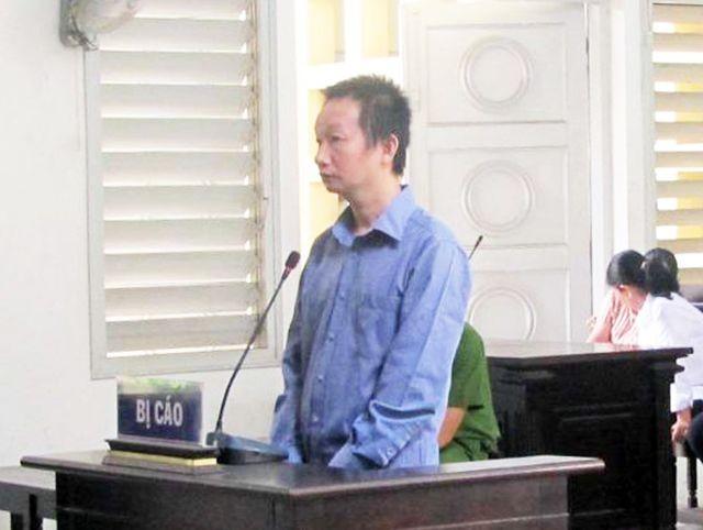 Bị cáo Lộc khai nhận tham ô 1,7 tỉ để chơi bài bạc và tiêu xài.