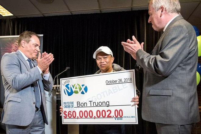 Ông Bon Truong nhận giải thưởng 60 triệu USD (Ảnh: StAlbert Today).