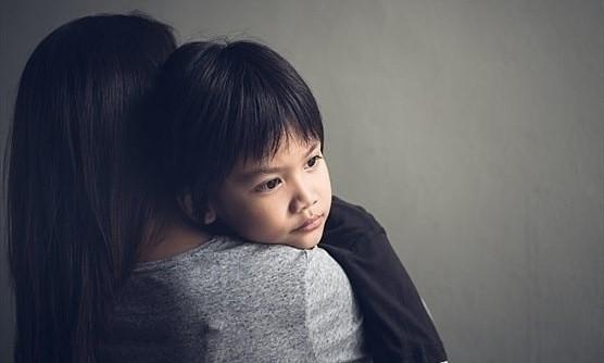 6 hành động phá hỏng tuổi thơ của con