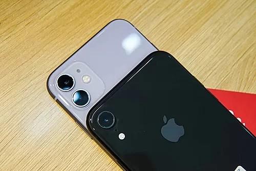 iPhone 11 là bản nâng cấp của iPhone XR với màu sắc mới và thêm camera góc chụp siêu rộng.