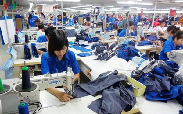 """Tổng Liên đoàn Lao động Việt Nam đề xuất giảm thời giờ làm việc bình thường của người lao động từ """"48 giờ trong một tuần"""" xuống """"44 giờ trong một tuần""""."""