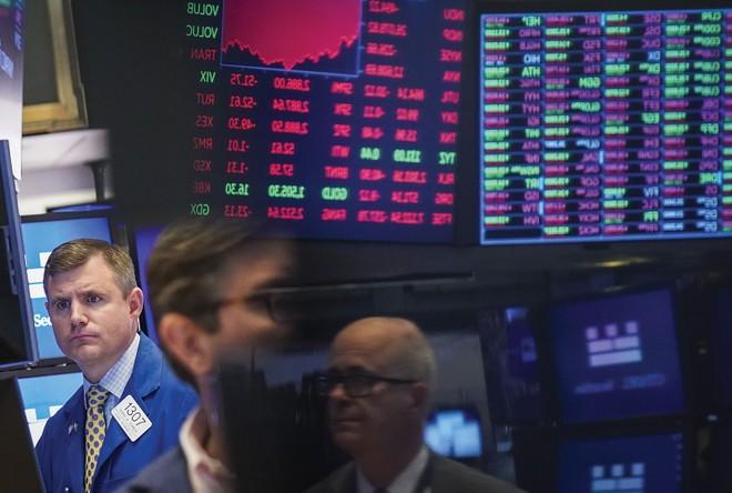 Nhà đầu tư đợi tin từ Fed và đàm phán Mỹ - Trung