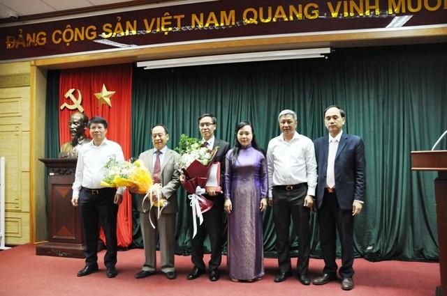Lãnh đạo Bộ Y tế chúc mừng đồng chí Trần Đắc Phu và đồng chí Đặng Quang Tấn.