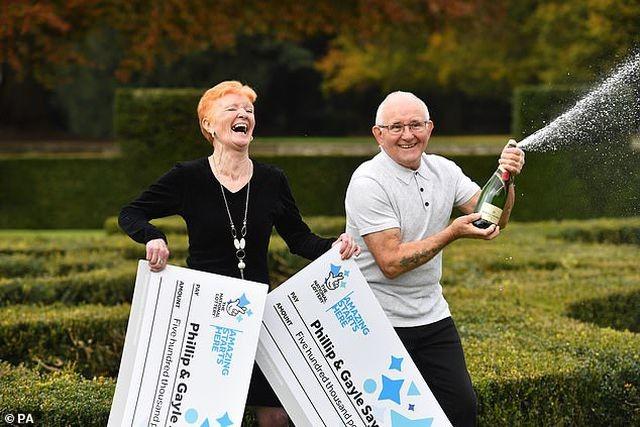 Gayle Say và chồng ăn mừng việc trúng 2 giải thưởng độc đắc trong chỉ 1 lần quay xổ số.