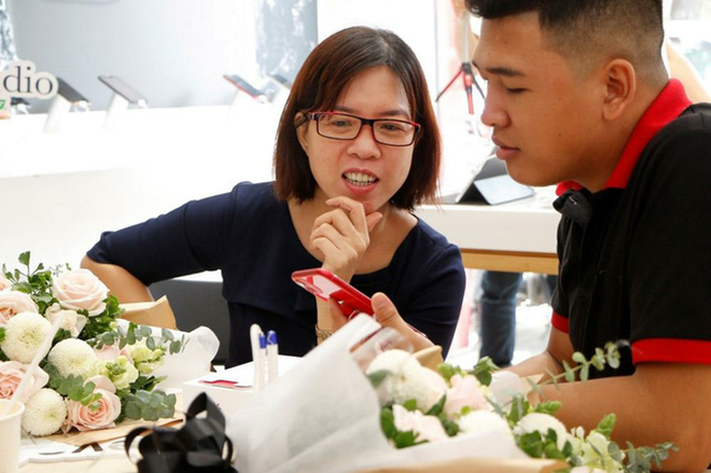 iPhone 11 vẫn tiếp tục hút khách ở Việt Nam.