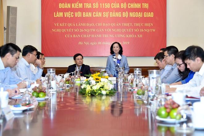 Đồng chí Trương Thị Mai đánh giá cao Bộ Ngoại giao thực hiện hết sức nghiêm túc, kịp thời và toàn diện chủ trương chung của Bộ Chính trị, Ban Bí thư - Ảnh VGP/Hải Minh.
